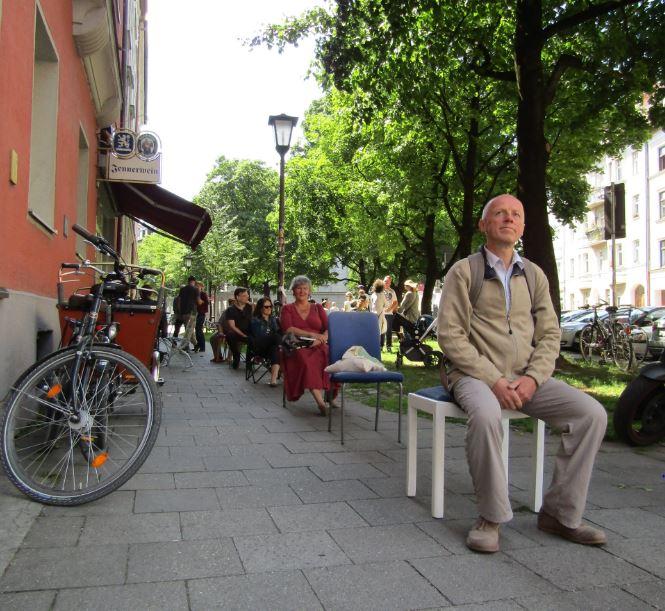 Stuhlreihe im Chairwalk